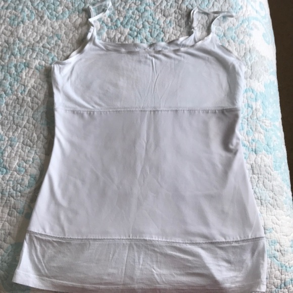 e61971a6176145 Daisy Fuentes Tops - Daisy Fuentes large white slimming Cami